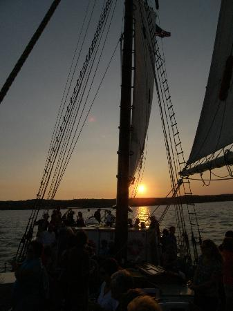 Tall Ship Manitou - Day Tours: Sunset on the bay