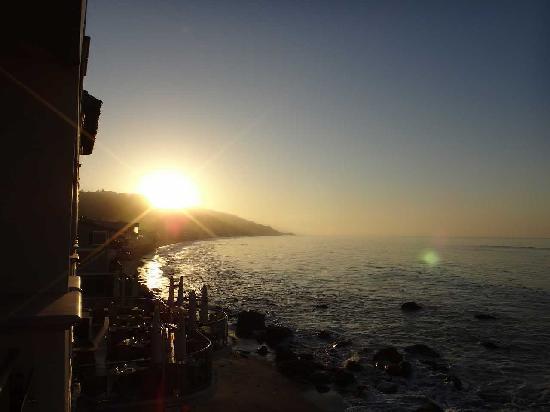 Malibu Beach Inn: 朝日