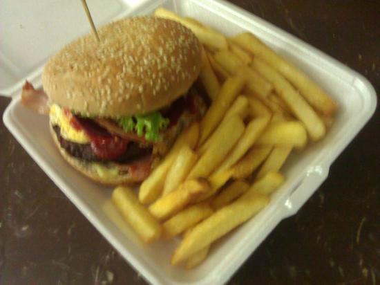 Marla Travellers Rest : The Marla Burger & Chips
