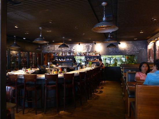 Barcelona: Large, horseshoe-shaped bar