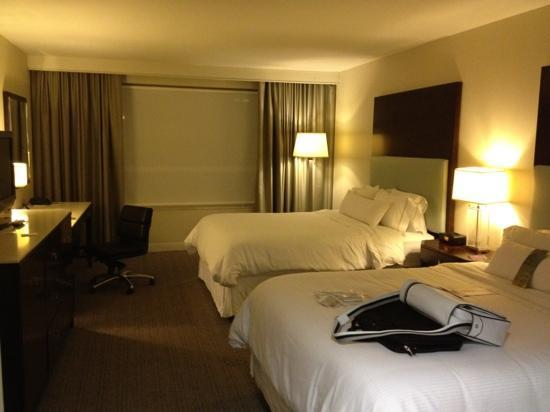 Le Westin Montreal: beds in junior suite