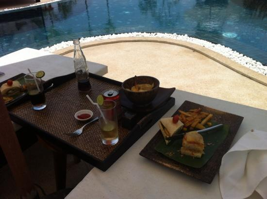 Navutu Dreams Resort & Wellness Retreat: light but yummy lunch at pool bar