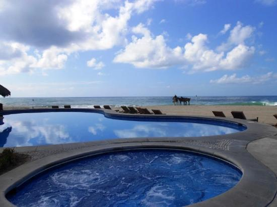 Casa del Mar Golf Resort & Spa: The amazing beach pool looking out into the Ocean...