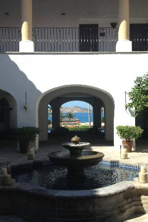 Casa del Mar Golf Resort & Spa: The view from the lobby as you enter Zoetry
