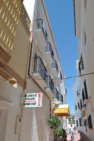 Hotel Puerta del Mar: Small Street by hotel entrance