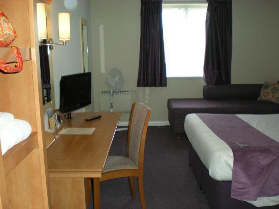 Premier Inn Isle Of Wight (Newport) Hotel: Family room