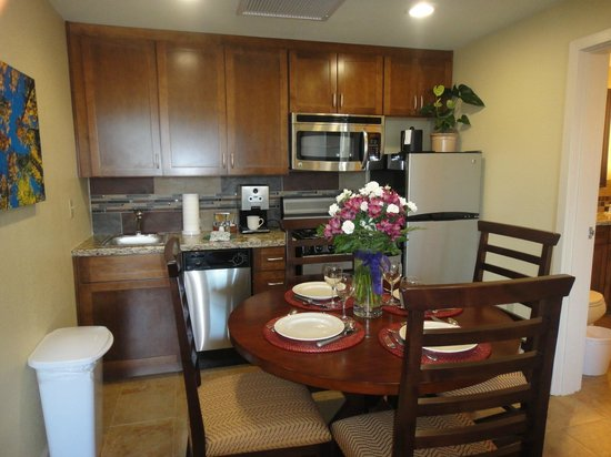 Lake Tahoe Vacation Resort: Renovated-One Bedroom Standard-Kitchen