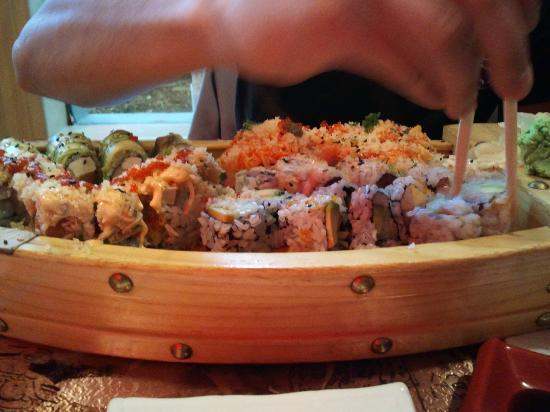 Fancy Q Sushi Bar and Grill: Sushi boat
