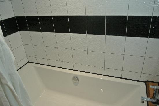 Hôtel Jean Moët : bath tub