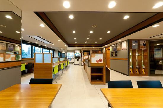 Super Hotel Kobe: 朝食コーナー