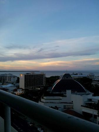 Pullman Cairns International: Twilight Harbour view