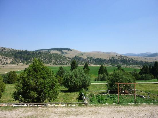 Broken Arrow Lodge: Breathtaking View from the Front Porch