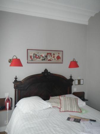 New Orient Hôtel : Bed