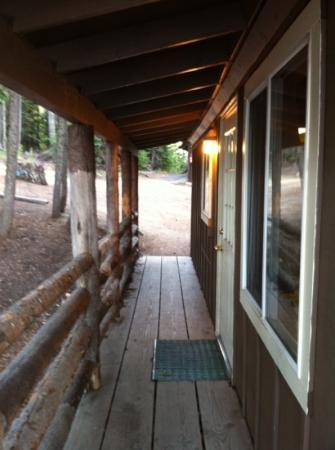 Odell Lake Lodge: looking at another view of front door