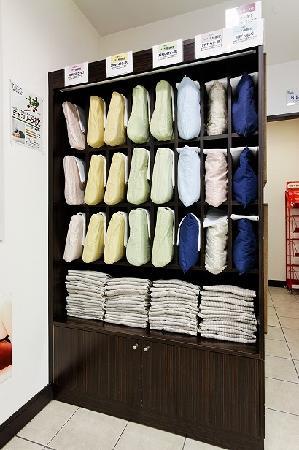 Super Hotel Takamatsu Kinenkan: 枕コーナー