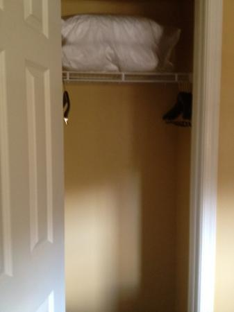 Marriott's Villas at Doral: closet in 2nd bedroom