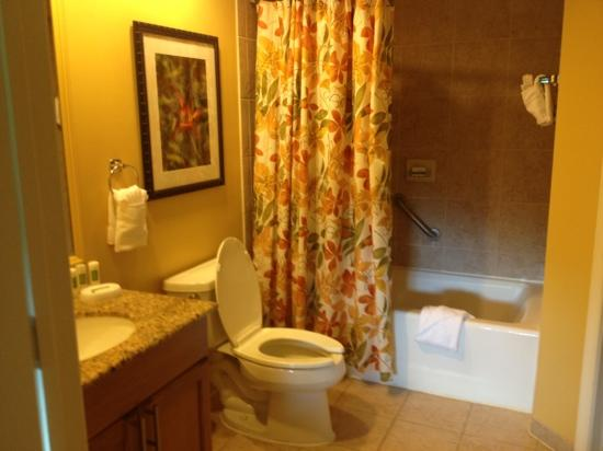 Marriott's Villas at Doral: bathroom attached to 2nd bedroom