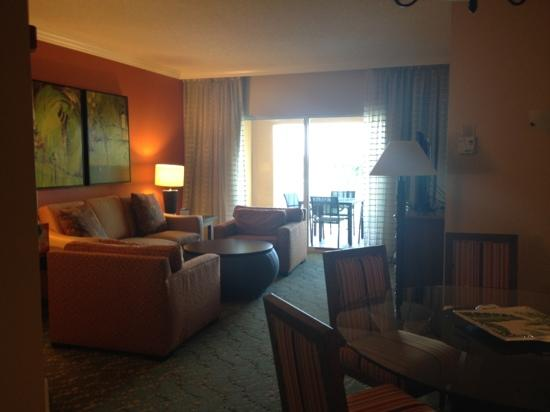 Marriott's Villas at Doral: living room with sleeper sofa