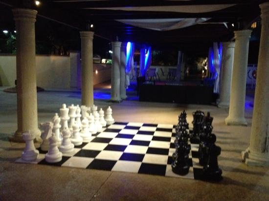 Marriott's Villas at Doral: poolside chess