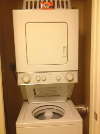 Marriott's Villas at Doral: washer/dryer in villa