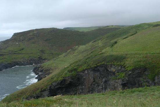 Bottreaux House Bed & Breakfast : Coastal walk along the cliffsnear Boscastle