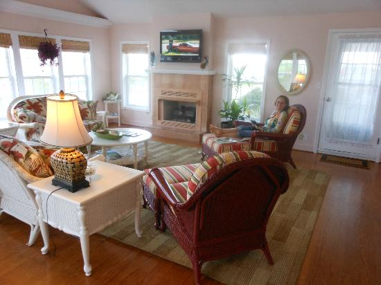 Cape Hatteras Bed and Breakfast: Chilling in the Cape Hatteras B&B great room