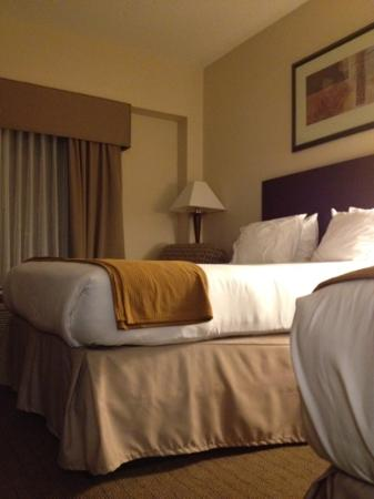 Holiday Inn Express Tower Center New Brunswick: bed