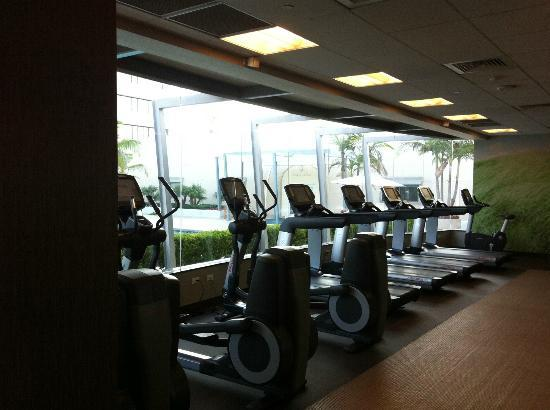 The Westin South Coast Plaza: Fitness center - almost all brand new machines