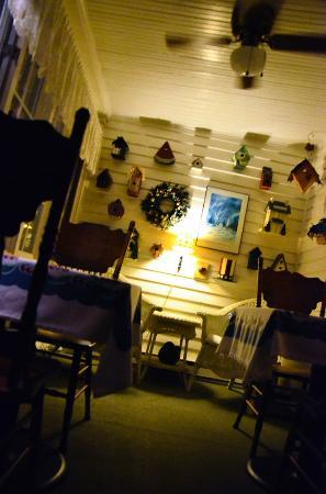 Roots Inn & Kitchen : The front breakfast porch at night