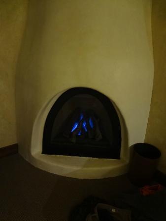 Hotel Chateau Chamonix: Fireplace