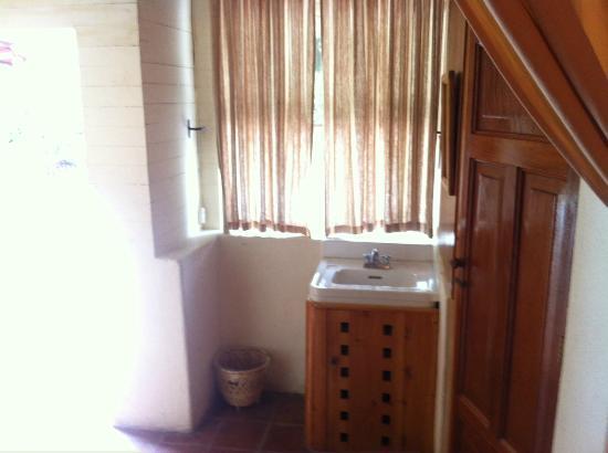 Hotel Regis Panajachel: Small bath