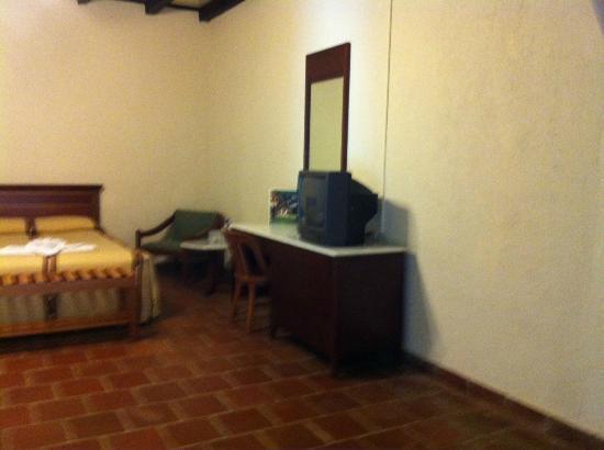 Hotel Regis Panajachel: 3 beds room