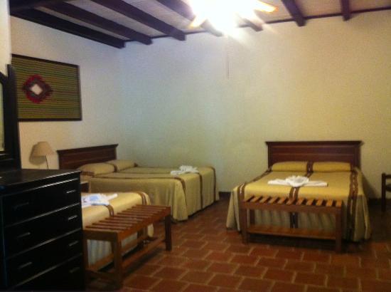 Hotel Regis Panajachel: 3 beds