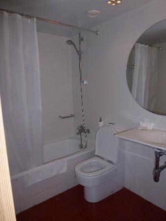 Hotel Ciutat Vella: Bathroom