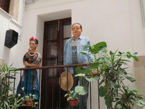Hotel Antiguo Vapor : Casa de Diego Rivera cruzando la calle del Hotel