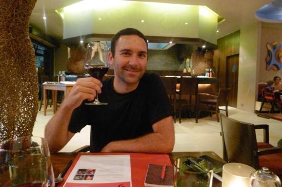 Red Snapper Restaurant & Bar: Enjoying the house wine