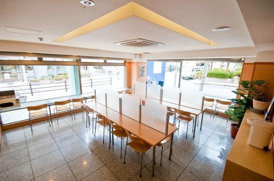 Super Hotel Umeda Higobashi: 朝食コーナー
