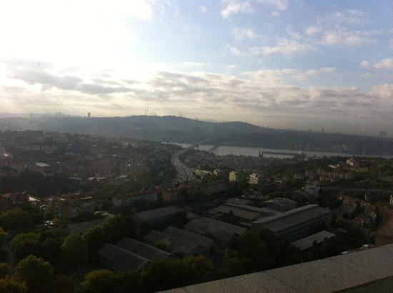 Mercure Istanbul City Bosphorus Hotel: Nice view from breakfast room
