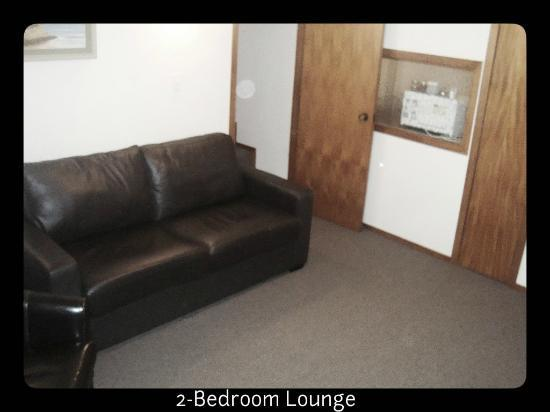 Brown's Bay Olive Tree Motel & Apartment: 2bedroom Lounge