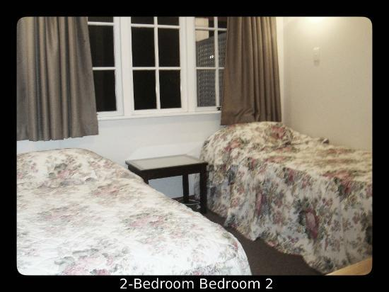 Brown's Bay Olive Tree Motel & Apartment: 2bedroom 2nd bedroom