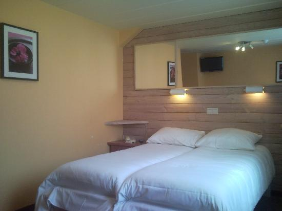 Hotel Les Arcades: Chambre Twins à 2 ou 3 lits / Kamer met 2 of 3 apparte bedden / Twin room with 2 or 3 beds