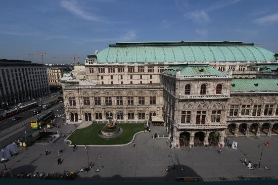 Hotel Bristol Vienna: Great view from our room of the State Opera House next door