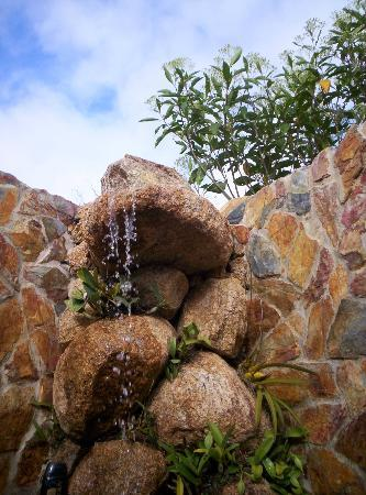 Hidden Valley Inn: More rock shower,..so nice