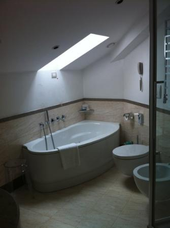 UNA Maison Milano: bathroom