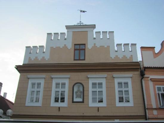 Vratislav House: front