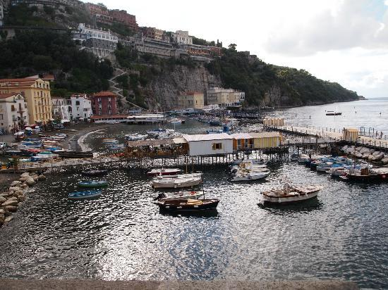 Hotel del Mare: Marina Grande- Hotel situated just out of shot to the far left of this pic