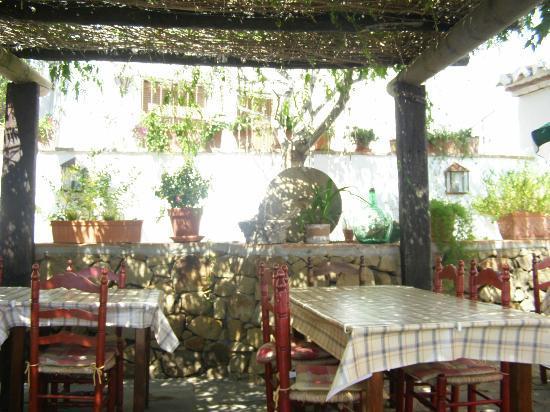 Venta Victoria: Below the wisteria covered pergola