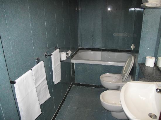 هوتل بونسياني بالاتزو بيتي بروكاردي: シャワールーム 
