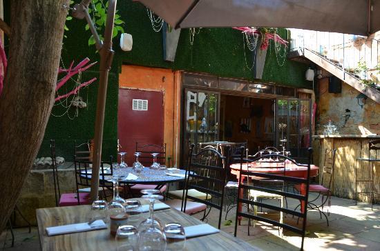 Le Café de Bouzigues : Cortile