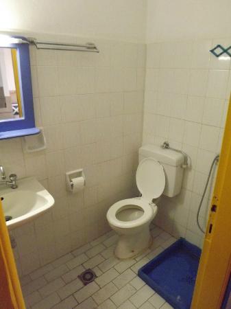 Studios Ladikos Beach: wc/shower is very small